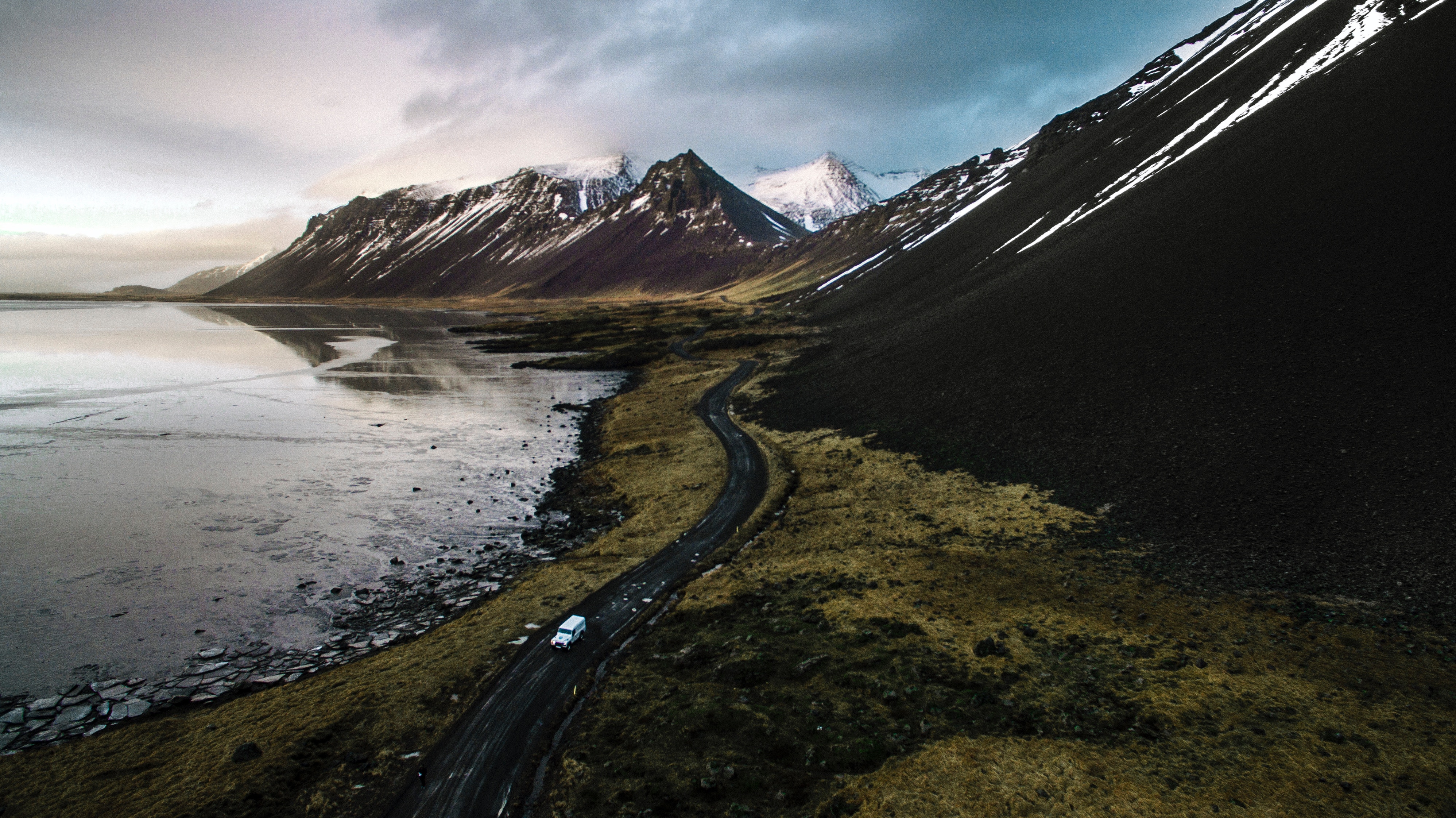 Country Monitoring: Iceland business cycle & ISK update